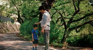 con el niño al final del camino