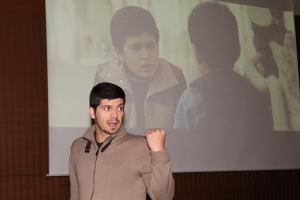 Manu en cine forum, con pantalla - Marta Olcoz