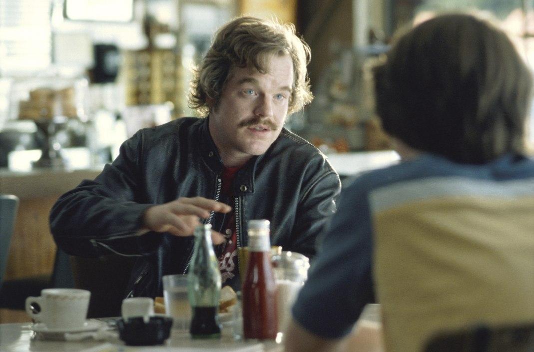 "Philip Seymour Hoffman en ""Casi famosos"""