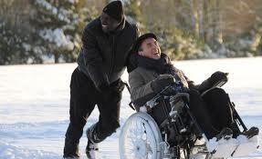 con la silla en la nieve