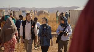 Manu Zapata_El cine (de estreno) fácil de leer_vivazapata.net_con su hija en el campo de refugiados