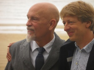 John Malkovich y el director Michael Sturminger       Foto: Manu Zapata