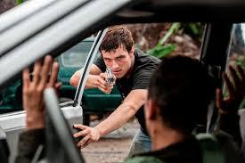 Manu Zapata_El cine (de estreno) fácil de leer_vivazapata.net_ josh pistolas ok