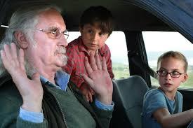 Manu Zapata_El cine (de estreno) fácil de leer_vivazapata.net_What we did on our Holiday_Nuestro último verano en Escocia_David Connolly con sus nietos