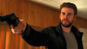 Manu Zapata_El cine (de estreno) fácil de leer_vivazapata.net_Cut Bank Chris Hemsworth con pistola