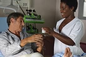 Manu Zapata_El cine (de estreno) fácil de leer_vivazapata.net_Unos días para recordar Con la enfermera negra