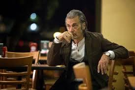 Manu Zapata_El cine (de estreno) fácil de leer_vivazapata.net_Señor Manglehorn Pacino sentado restaurante