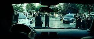 Manu Zapata_El cine (de estreno) fácil de leer_vivazapata.net_EL DESCONOCIDO_Policías