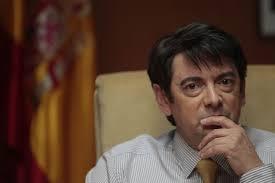 Manu Zapata_El cine (de estreno) fácil de leer_vivazapata.net_B, LA PELÍCULA_Manolo Solo como el juez Pablo Ruz