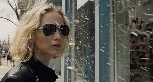 Manu Zapata_El cine (de estreno) fácil de leer_vivazapata.net_JOY_Jennifer Lawrence gafas de sol
