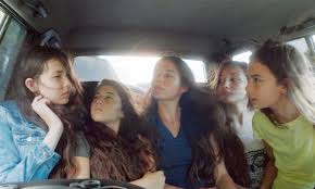 Manu Zapata_El cine (de estreno) fácil de leer_vivazapata.net_MUSTANG_las 5 en el coche