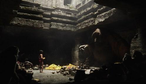 Manu Zapata_El cine (de estreno) fácil de leer_vivazapata.net_EL LIBRO DE LA SELVA_Mowgli con el rey Louie