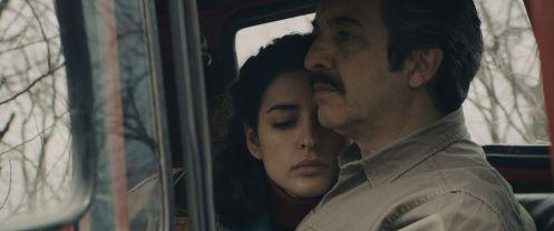 Manu Zapata_El cine (de estreno) fácil de leer_vivazapata.net_CAPITÁN KÓBLIC_Ricardo Darín e Inma Cuesta abrazados