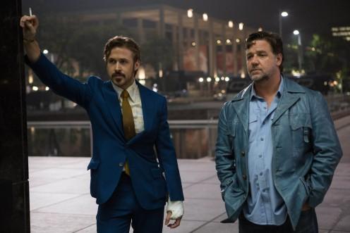 Manu Zapata_El cine (de estreno) fácil de leer_vivazapata.net_DOS BUENOS TIPOS_Gosling y Crowe de pie