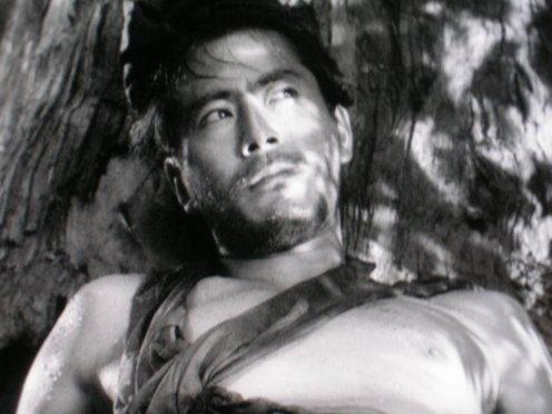 Manu Zapata_El cine (de estreno) fácil de leer_vivazapata.net_RASHOMON_Toshiro Mifune, Tajomaru, despierta