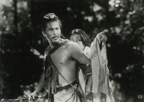 Manu Zapata_El cine (de estreno) fácil de leer_vivazapata.net_RASHOMON_Toshiro Mifune, Tajomaru y Masako, la mujer