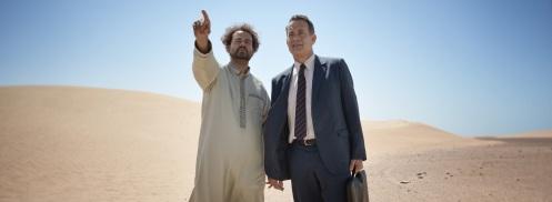 Manu Zapata_El cine (de estreno) fácil de leer_vivazapata.net_ESPERANDO AL REY_Tom Hanks y su amigo saudí
