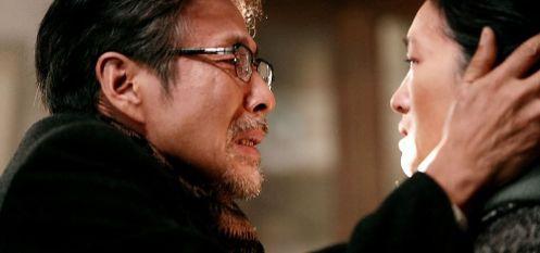 Manu Zapata_El cine (de estreno) fácil de leer_vivazapata.net_REGRESO A CASA_Gong Li y su marido, ¿no me reconoces?