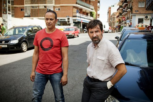 manu-zapata_el-cine-de-estreno-facil-de-leer_vivazapata-net_tarde-para-la-ira_antonio-de-la-torre-y-luis-callejo-en-la-calle