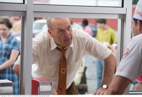 Manu Zapata_El cine (de estreno) fácil de leer_vivazapata.net_EL FUNDADOR_Michael Keaton hace un pedido en San Bernardino
