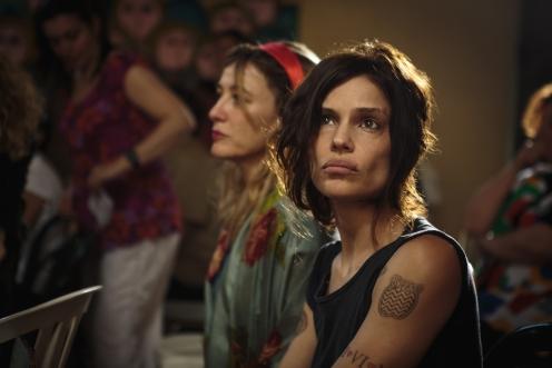 Manu Zapata_El cine (de estreno) fácil de leer_vivazapata.net_LOCAS DE ALEGRÍA_Micaela Ramazzotti