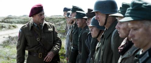 Manu Zapata_El cine (de estreno) fácil de leer_vivazapata.net_LAND OF MINE_El sargento y sus hombres