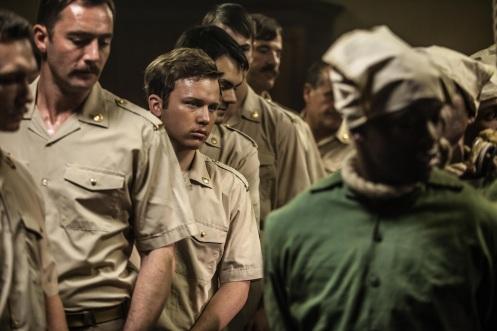 Manu Zapata_El cine (de estreno) fácil de leer_vivazapata.net_GUARDIÁN Y VERDUGO_Garion Dowds enfrentándose a las ejecuciones