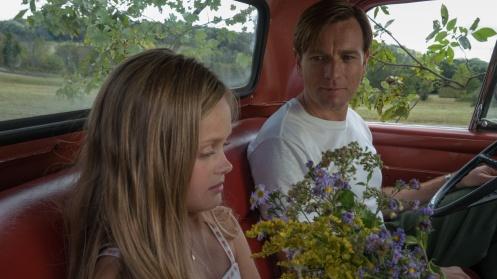 Manu Zapata_El cine (de estreno) fácil de leer_vivazapata.net_AMERICAN PASTORAL_Ewan McGregor con su hija en la ficción
