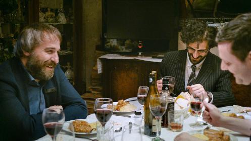 Manu Zapata_El cine (de estreno) fácil de leer_vivazapata.net_SIERANEVADA_Se ríen en la mesa