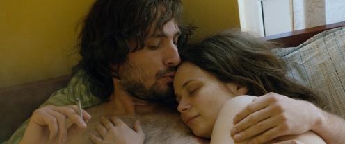 Manu Zapata_El cine (de estreno) fácil de leer_vivazapata.net_ANA, MON AMOUR_Ana y Toma en la cama