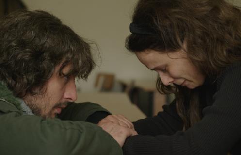 Manu Zapata_El cine (de estreno) fácil de leer_vivazapata.net_ANA, MON AMOUR_Toma consuela a Ana que llora