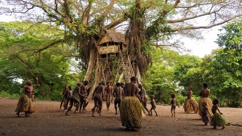 Manu Zapata_El cine (de estreno) fácil de leer_vivazapata.net_TANNA_la tribu yakel baila