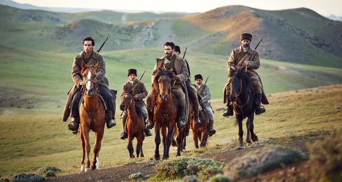 Manu Zapata_El cine (de estreno) fácil de leer_vivazapata.net_ALI & NINO_Adam Bakri, soldados de Azerbaiyán