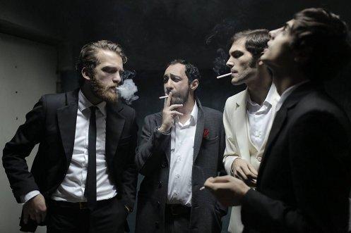 Manu Zapata_El cine (de estreno) fácil de leer_vivazapata.net_REHENES_fumando