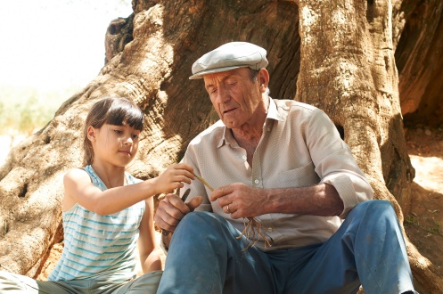 Manu Zapata_El cine (de estreno) fácil de leer_vivazapata.net_EL OLIVO_La niña y su abuelo