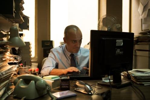 Manu Zapata_El cine (de estreno) fácil de leer_vivazapata.net_EL AUTOR_Javier Gutiérrez ordenador