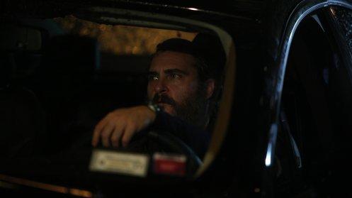 Manu Zapata_El cine (de estreno) fácil de leer_vivazapata.net_EN REALIDAD NUNCA ESTUVISTE AQUÍ_Joaquin Phoenix coche