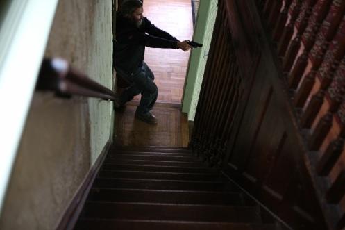 Manu Zapata_El cine (de estreno) fácil de leer_vivazapata.net_EN REALIDAD NUNCA ESTUVISTE AQUÍ_Joaquin Phoenix pistola