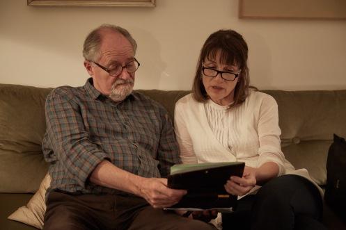 Manu Zapata_El cine (de estreno) fácil de leer_vivazapata.net_EL SENTIDO DE UN FINAL_Jim Broabdent y Harriet Walter