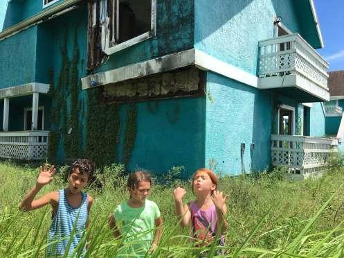 Manu Zapata_El cine (de estreno) fácil de leer_vivazapata.net_THE FLORIDA PROJECT_Brooklynn Prince y sus dos amigos