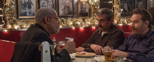 Manu Zapata_El cine (de estreno) fácil de leer_vivazapata.net_LA ÚLTIMA BANDERA_Laurence Fischburne, Steve Carell y Bryan Cranston en un bar