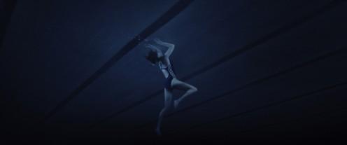 Manu Zapata_El cine (de estreno) fácil de leer_vivazapata.net_THELMA_Eili Harboe atrapada en piscina