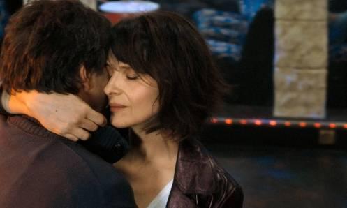 Manu Zapata_El cine (de estreno) fácil de leer_vivazapata.net_UN SOL INTERIOR_Juliette Binoche abrazada