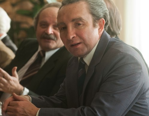 Manu Zapata_El cine (de estreno) fácil de leer_vivazapata.net_7 DÍAS EN ENTEBBE_Eddie Marsan como Shimon Peres