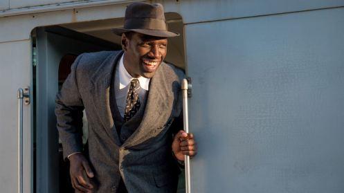 Manu Zapata_El cine (de estreno) fácil de leer_vivazapata.net_EL DOCTOR DE LA FELICIDAD_Omar Sy en el tren