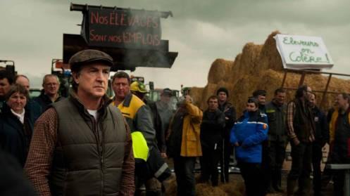 Manu Zapata_El cine (de estreno) fácil de leer_vivazapata.net_NORMANDÍA AL DESNUDO_François Cluzet protestas