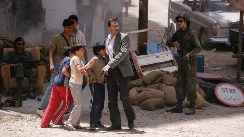 Manu Zapata_El cine (de estreno) fácil de leer_vivazapata.net_EL REHÉN_John Hamm niños guerra