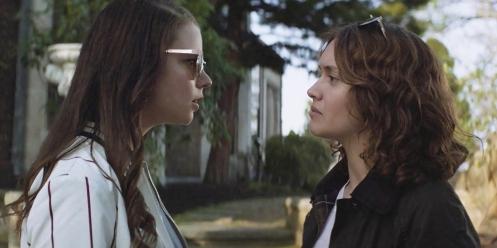 Manu Zapata_El cine (de estreno) fácil de leer_vivazapata.net_PURASANGRE_Anya Taylor-Joy y Olivia Cooke cabreo