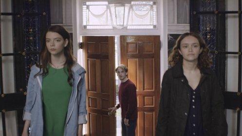 Manu Zapata_El cine (de estreno) fácil de leer_vivazapata.net_PURASANGRE_Anya Taylor-Joy y Olivia Cooke y Anton Yelchin