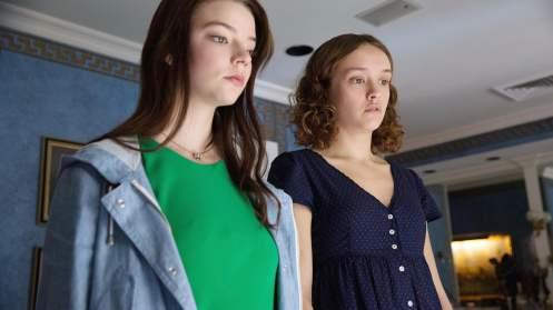 Manu Zapata_El cine (de estreno) fácil de leer_vivazapata.net_PURASANGRE_Anya Taylor-Joy y Olivia Cooke